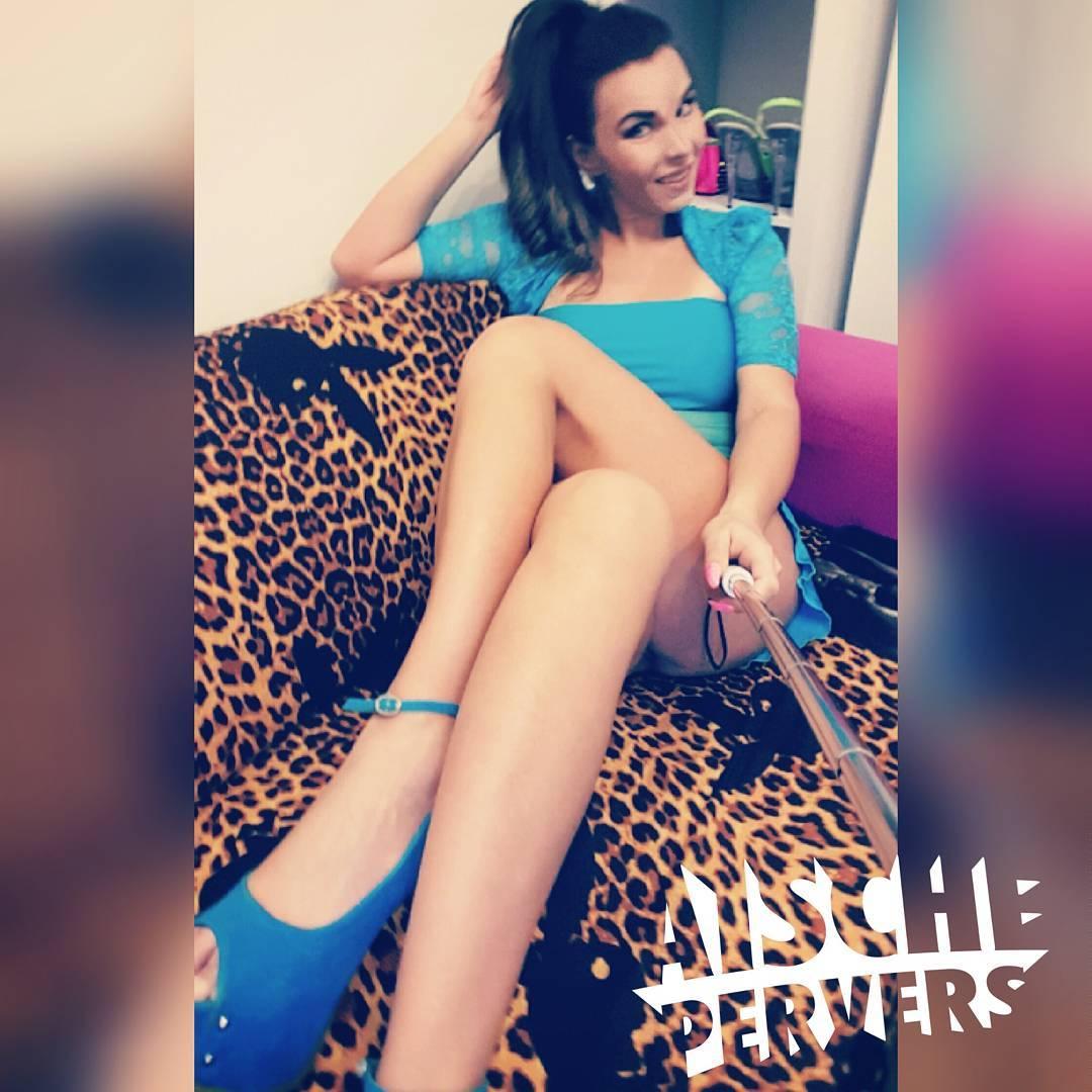 Dann wollen wir mal ein bisschen arbeiten. Von 21 bis 1 Uhr für dich online  www.aischepervers.biz  #model #modellife #webcam #show #striptease #bikinifigur #pornstar #fun