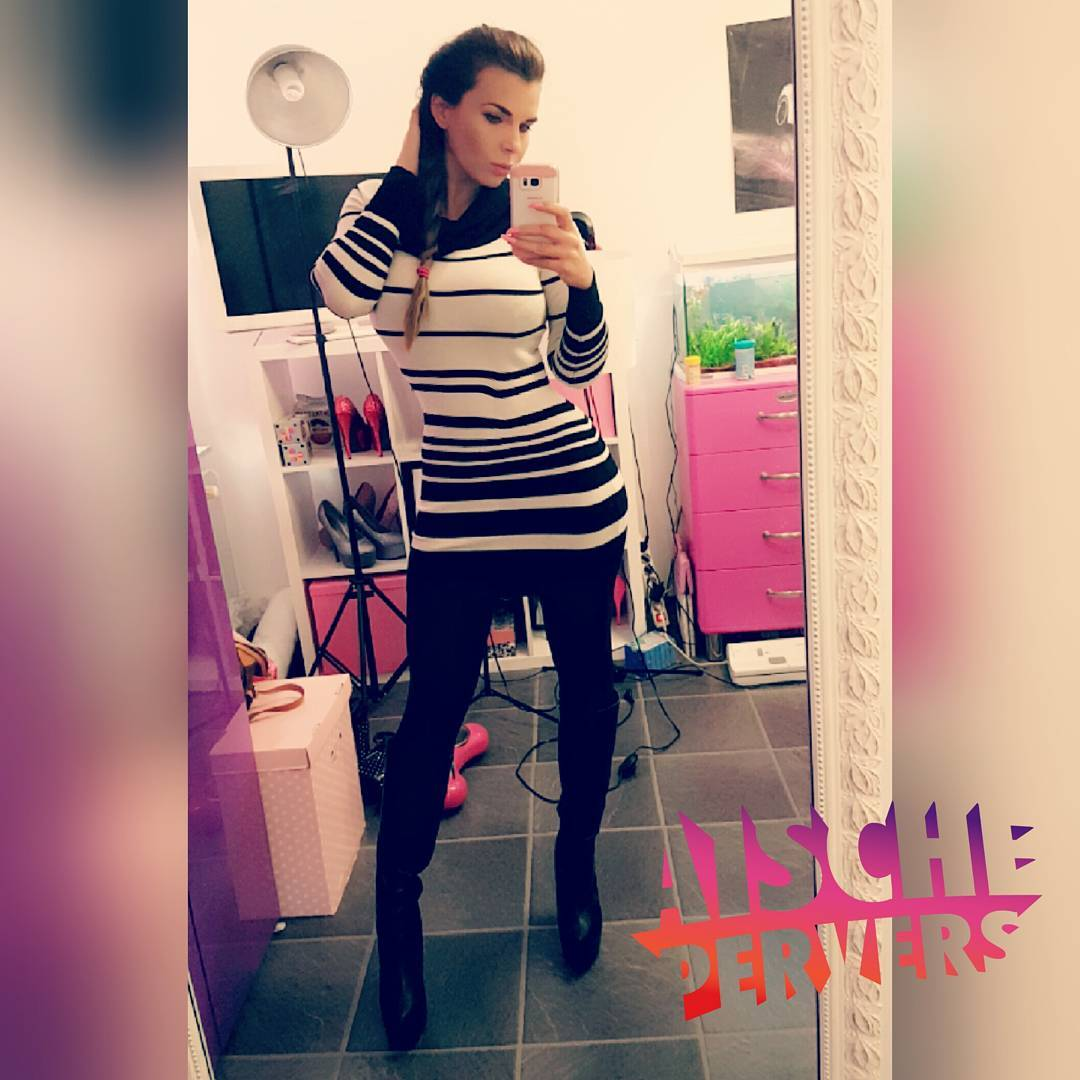 Man sieht mir fast gar nicht an, dass ich krank bin …. jetzt erstmal Freunde treffen  @danni2614 ich kommmmmme #ich #kann #auch #angezogen #highheel #boots #nylons #model #modellife #fit #fitness #friendshipgoals #friends #louboutin #outfitoftheday