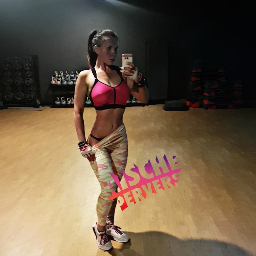 Heute reiner Cardiotag…92 Minuten auf dem Stairmaster…ich bin echt am Ende. Jetzt wird gekocht. Folgt mir auf snapchat: aischepervers #model #modellife #modeling #workout #motivation #cardio #stairmaster #bodybuilding #booty #fun #gym #sixpack #abs #sport #mcfit #madebymcfit #proudtobemcfit #fit #fitfam #fitness #fitnessjunkie #instafit