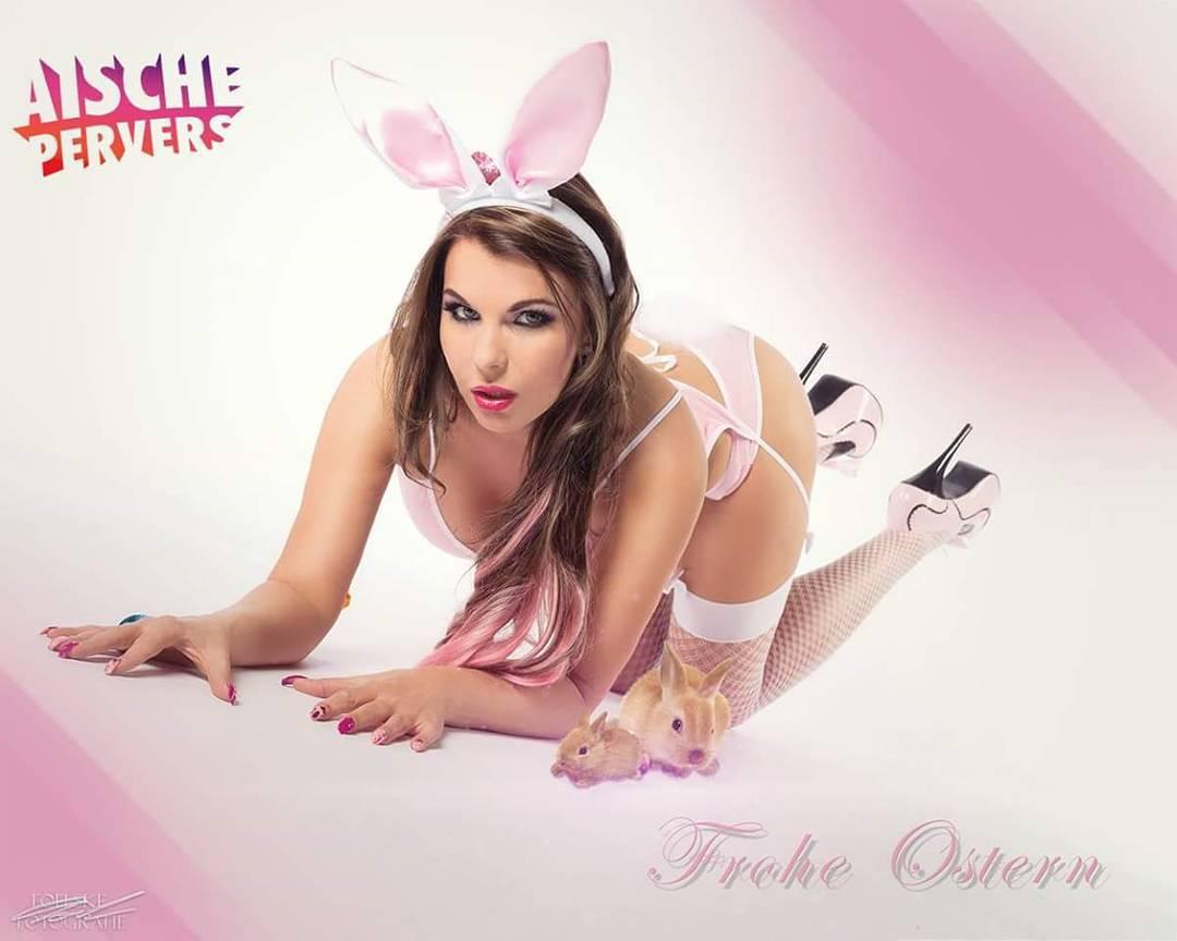 Frohe Ostern ihr süßen Zuckerpuppen #happyeaster #easter #froheostern #bunny #model #nylons #lingery #highheels #egg #family #friends #cheatday #das #grosse #fressen Foto @foelskefotografie