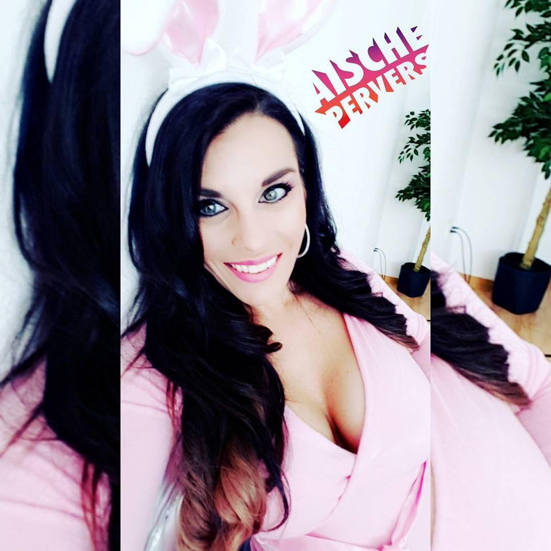 Nur noch bis Sonntag gibt's für Euch jeden Tag Webcam 4free auf www.aischepervers.biz Kostenlos anmelden und dabei sein. #model #webcamshow #4free #webergrirl #camgirl #show #bunny #happyeaster #fun #curvygirl #curvy #boobs #smile #beauty #princess