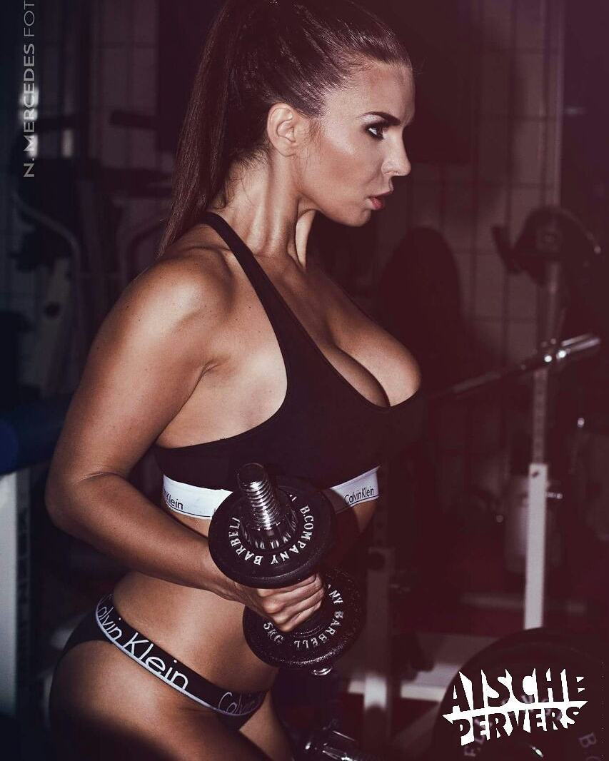 Always remember your focus!!! foto @n.mercedes_fotografie #focus #gym #gymfreak #motivation #Workout #curvygirl #curvy #gains #ponytail #calvinklein #lingerie #germangirl #girl #workhard #transformation #lifestyle #healthy #fun #fit #fitness