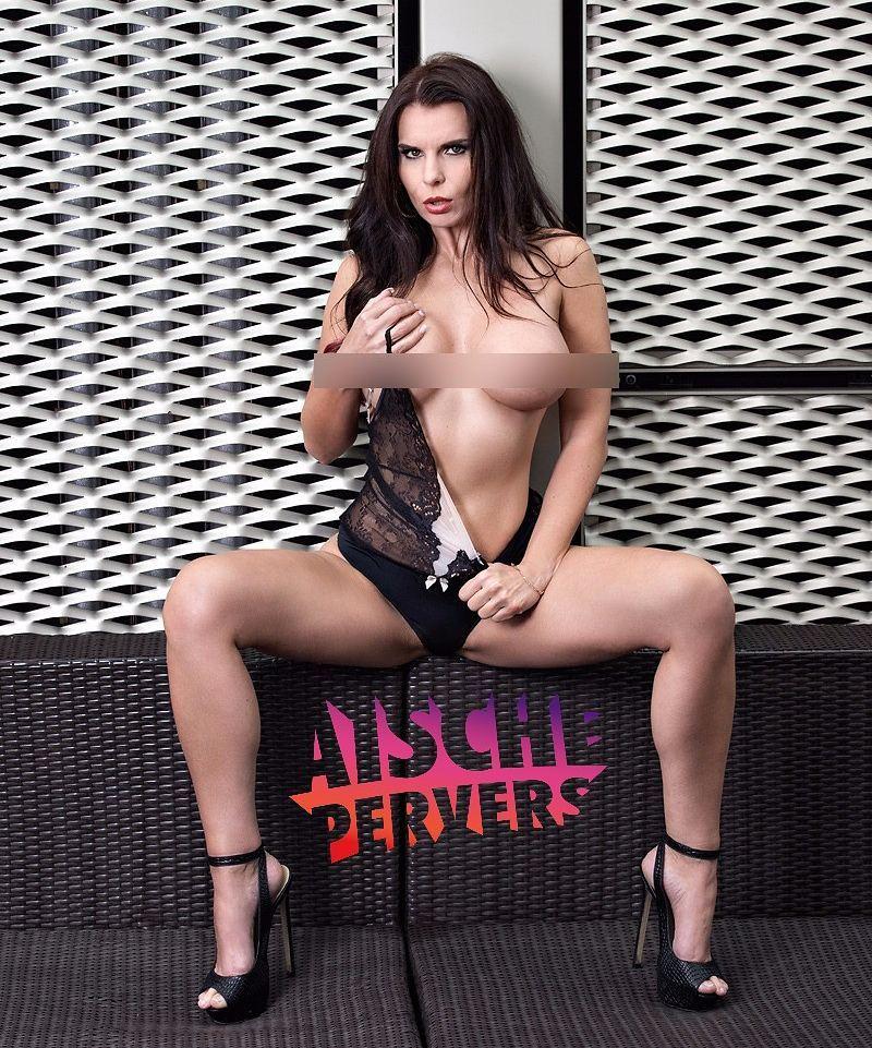Ihr wärt überrascht, wie viel es kostet billig auszusehen 🤣🤣🤣 Foto @alex.fischer.photography  unzensiert auf prn.de/aische  #model #modellife #Fotoshooting #foto #nude #lingerie #highheels #covershoot #longhair #curvy #curvygirl #german #pornstar #fitness #fit #gym #gymfreak #legs #boobs