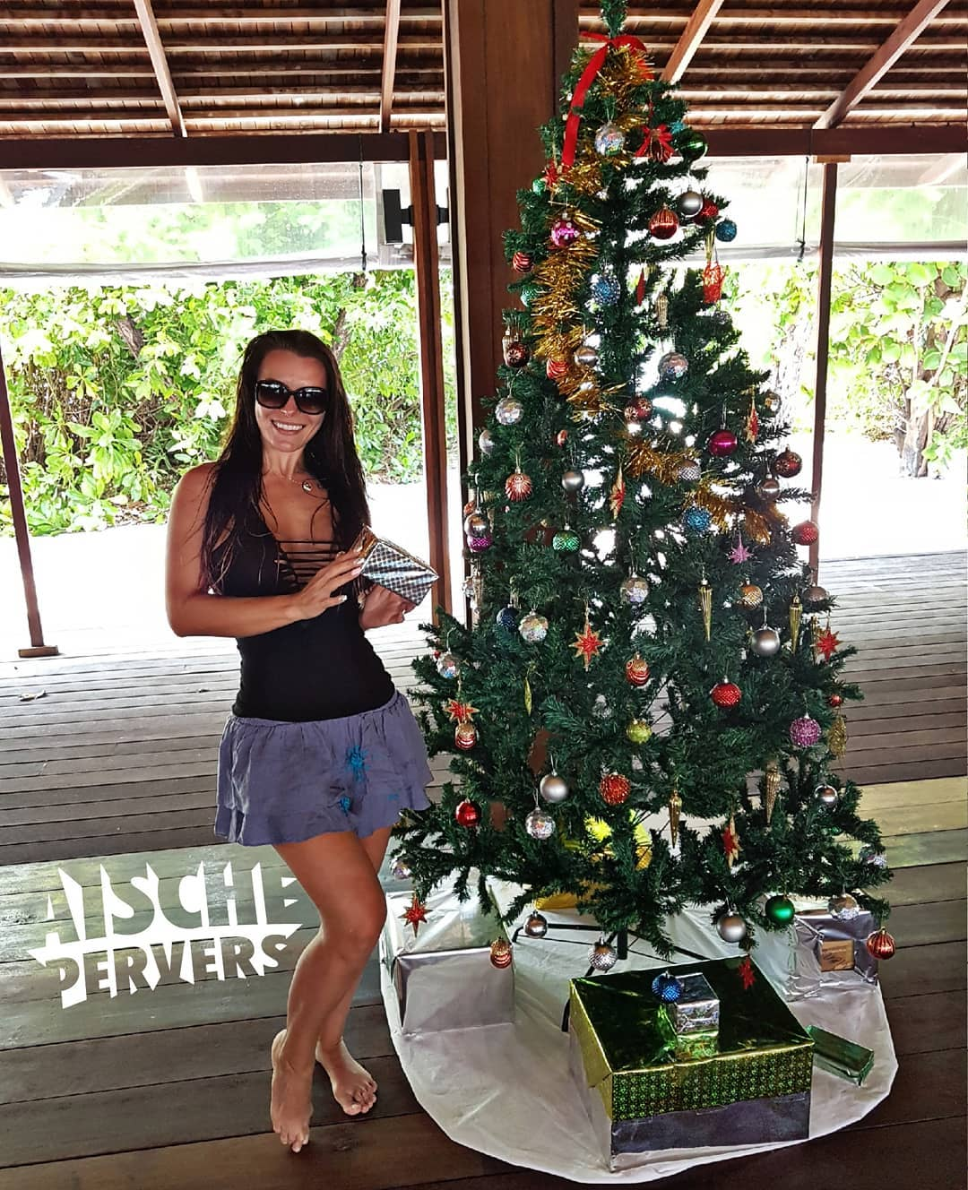 Ich wünsche Euch einen wundervollen 3. Advent. Knutscha 😘☃🎄 #hanimaadhoo #maledives #thebarefootecohotel #holiday #vacation #xmas #christmas #advent #model #Lifestyle #barefoot #legs #foot #curvy #curvygirl #germangirl #nomakeup #natural #sun