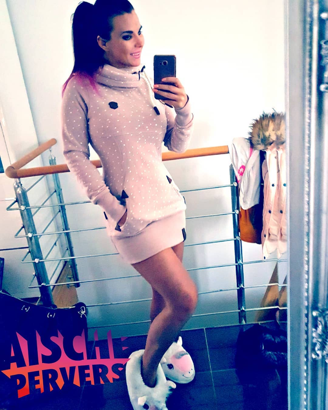 Mein Einhorn 🦄 und ich wünschen Euch nen schönen Sonntag. Mich findet ihr heute vor der Cam. Knutscha 😘😘😘 PS Neues YouTube Video online  #unicorn #model #einhorn #sunday #best #gift #ever #ilovemyunicorn #fitness #selfie #ponytail #ombrehair #germangirl #curvy