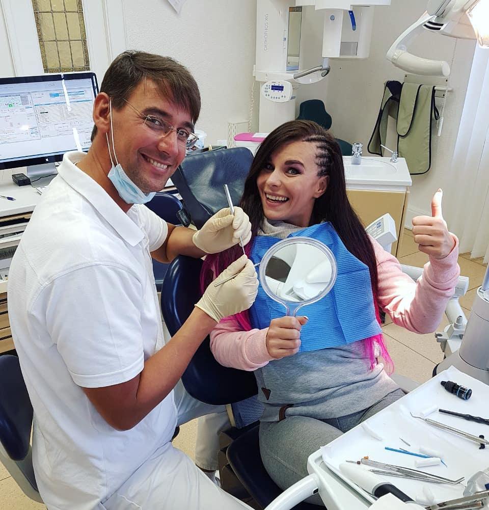 Bester Zahnarzt der Stadt und nichts tut mehr weh.  Kann ich nur weiterempfehlen 🖒🖒🖒 #zahnarzt #dentist #thankful #teeth #healthy #doc