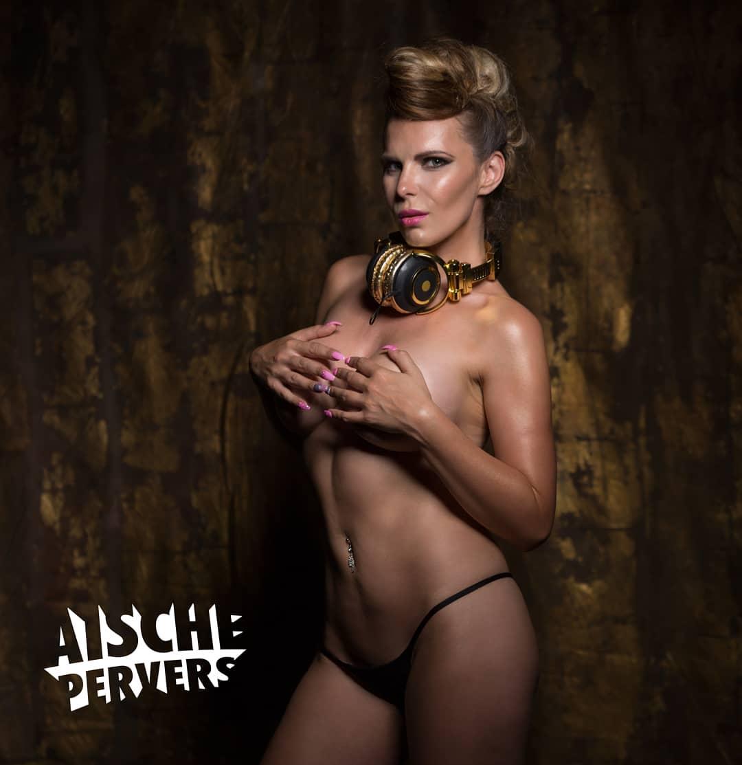 Ich wünsche Euch einen schönen Sonntag. Hier könnt ihr mich in der nächsten Zeit antreffen:  28.4 Crown Club Plauen , 5.5 FKK Leipzig, 10.5 Lokal Rebart und Tinker Bell Berlin Du willst mich auch für deine Veranstaltung buchen? Mail an booking.aische@gmail.com #djane #dj #itgirl #influencer #erotic #pornart #showgirl #fun #music #striptease #youtube #vlogger #pornstar