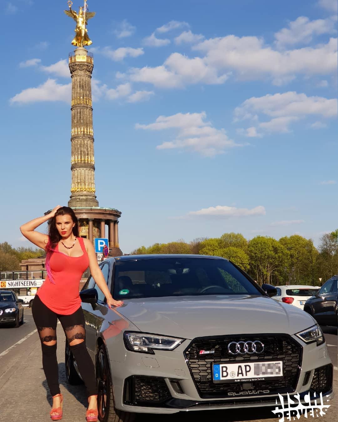 Mein RS3 ist nun Keramikversiegelt. Danke an @matthiaskirchhoff von der Car Factory. Ich bin vom Ergebnis einfach nur begeistert und kann es jedem Autoliebhaber empfehlen.  YouTube-Video dazu gibt's am Sonntag. #audi #rs3 #audirs3 #sportback #car #carporn #nardogrey #ilovemycar #berlin #siegessäule #goldelse #curvy #german #showgirl #freak #vollehütte #läuftbeimir #quattro #sport