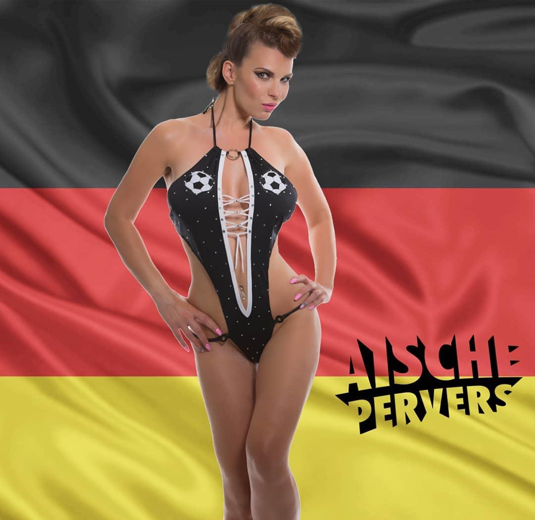 Was ist Euer Tipp für das heutige Fussballspiel Deutschland-Schweden???? Ich hab ja nachdem letzten Spiel der deutschen Mannschaft echt meine Zweifel,  ob das noch was wird…Was denkt ihr??? #fussball #wm #soccer #sotschi #germany #sweden #deutschland #schweden #russia #game #fun #friends #goals #girl #curvy #lingery
