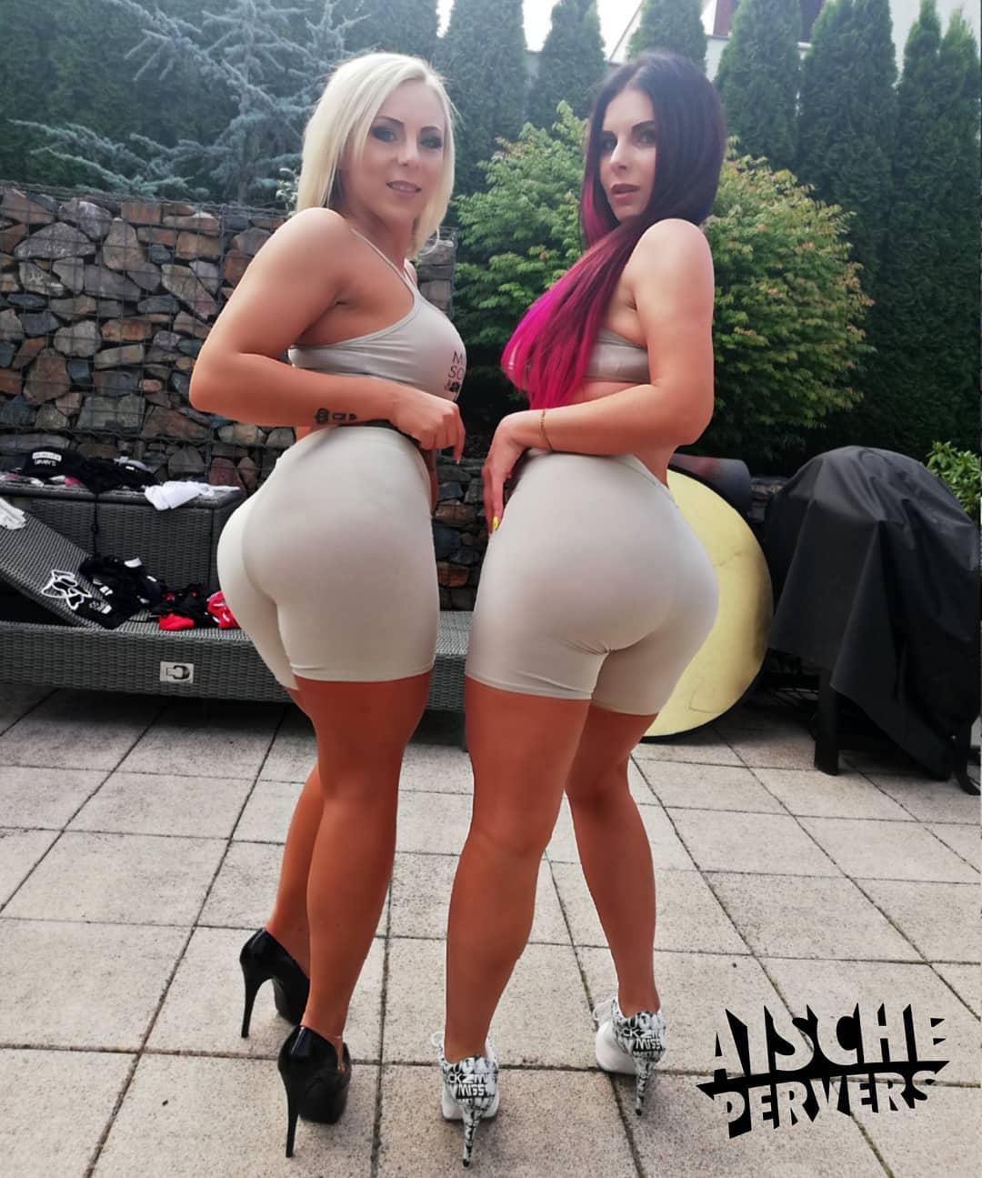 Big booty chicks 🍑🍑🍑 #booty #big #ass #butt #curvy #blonde #braun #ombrehair #german #girls #backside #sommerhausderpornostars #fun #highheels  @lillivanill_xx @reality.lovers
