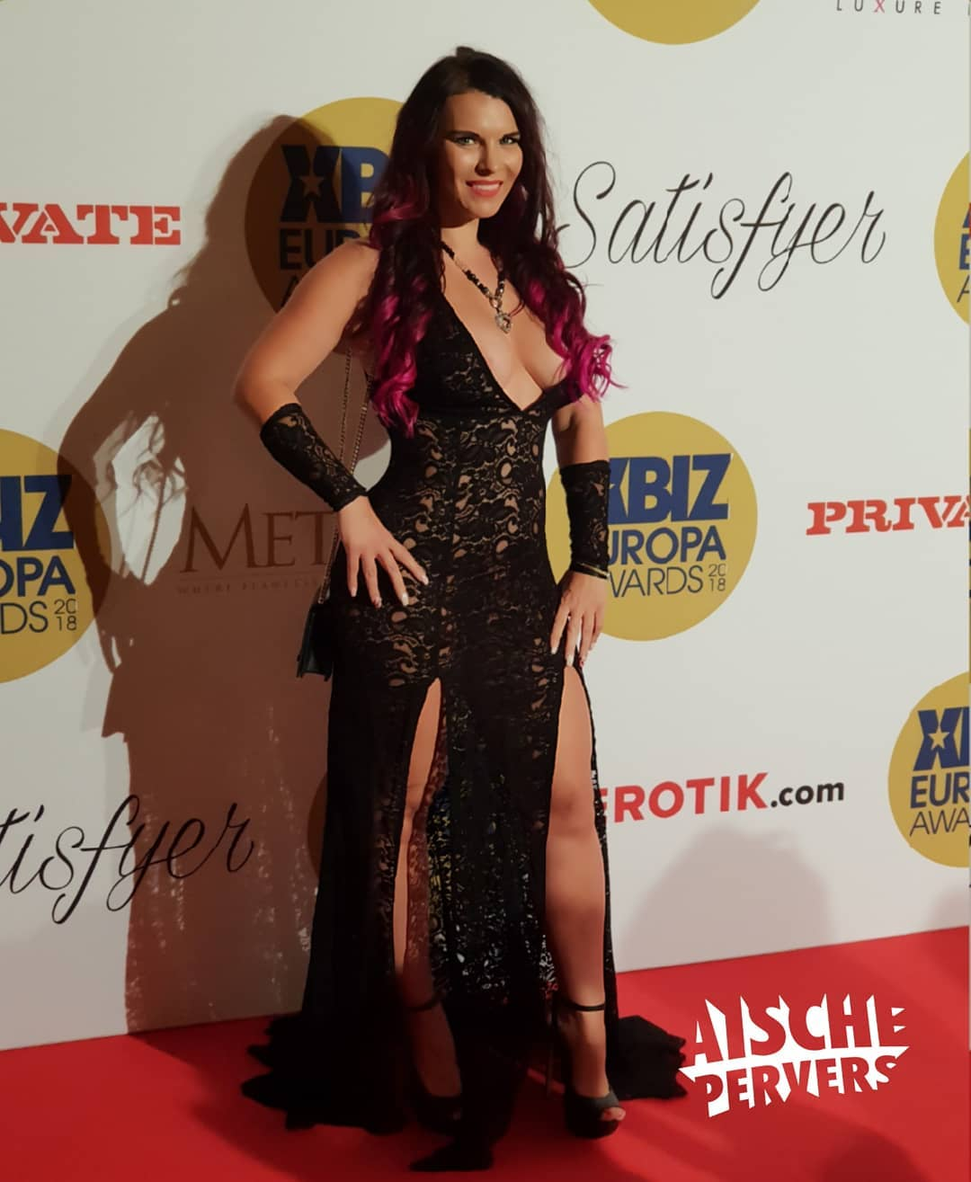 Tnx for a great evening @xbizofficial. It was a pleasure to meet so many great artists. Thanks to @roccosiffredi.official for the entertaining😘😘😘 and @erotik_com for the invitation. #redcarpet #xbiz #awards #awardnight #pornart #ballkleid #nude #boobs #eveningdress #gala #highheels #curvy #german #itgirl #influencer #fun #motivation