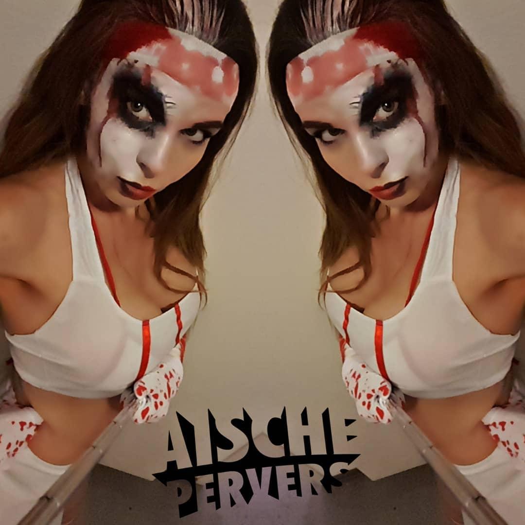 Morgen bin ich zusammen mit meiner Freundin @berlinsfitbarbie in der @fkk_world in Pohlheim anzutreffen. Es erwarten Euch geile Halloween Shows auf der Bühne. Also kommt alle vorbei und lasst uns zusammen feiern.🧟♀️🧟♀️🧟♀️ #halloween #halloweenmakeup #show #showgirl #fun #partyhard #party #rampensau #fkk #zombie